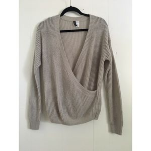 Sweaters - H&M gray knit sweater